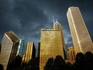 Skyscarpers in Chicago where you can find a suitable apartment once you decide leaving Phhilly for Chicago is the right choice for you.