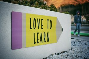 a sign that says love to learn